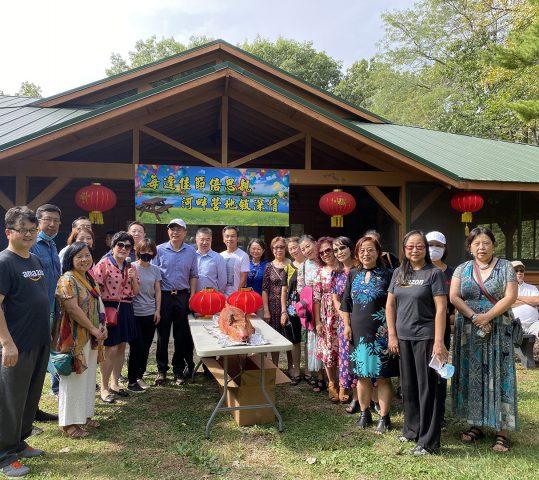 九月、十月商会生日会在露营地举行